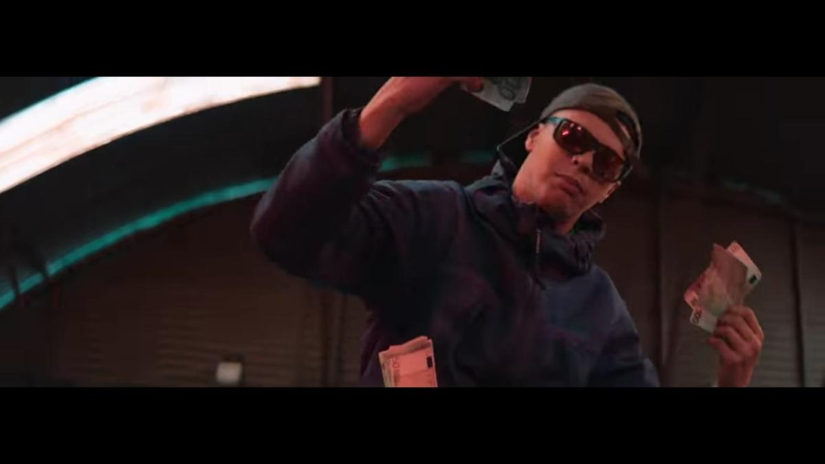 Regardez «#Dinor – #Benef (#ClipOfficiel) ft. #Leto» sur#YouTube