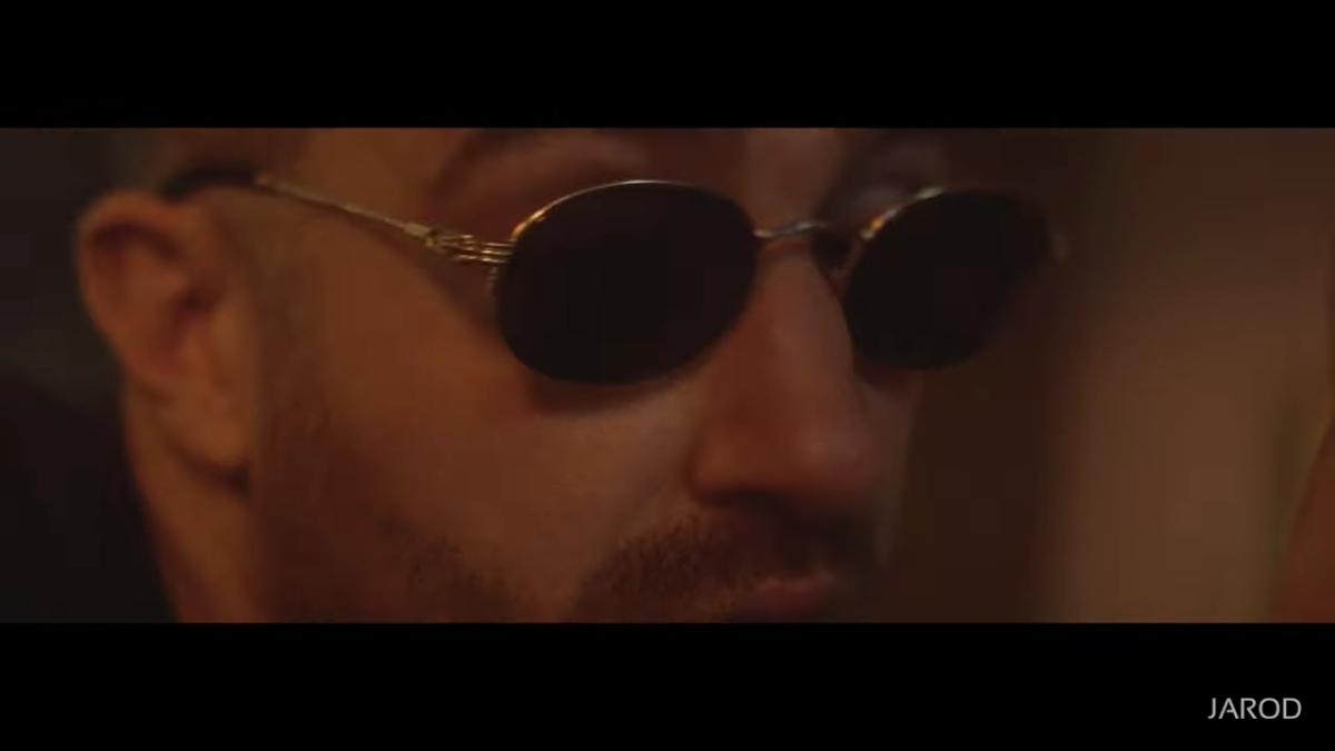 Regardez «#Jarod – #CestPasToiLeChef (#CLIPOFFICIEL)» sur#YouTube